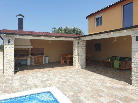 überdachte Terrasse mit Sitzecke und Sommerküche - Objekt 225602-8