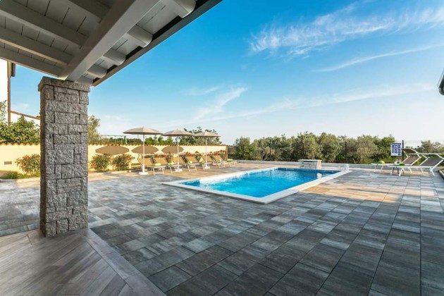 Pool und Poolterrasse - Objekt 225602-8