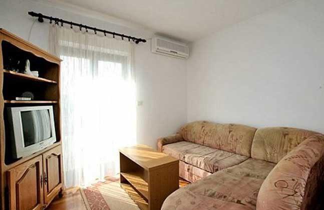 FW3 Wohnküche - Sofa und TV - Objekt 160284-108