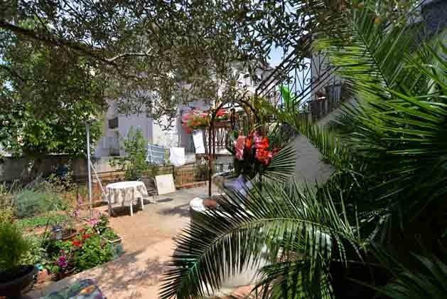 A1 Sitzplatz im Garten vor der Wohnung - Objekt 160284-7