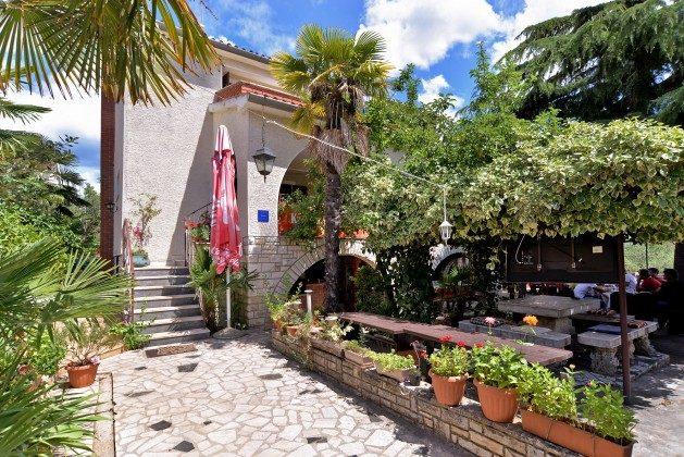 Haus und Restaurantterrasse - Objekt 160284-7