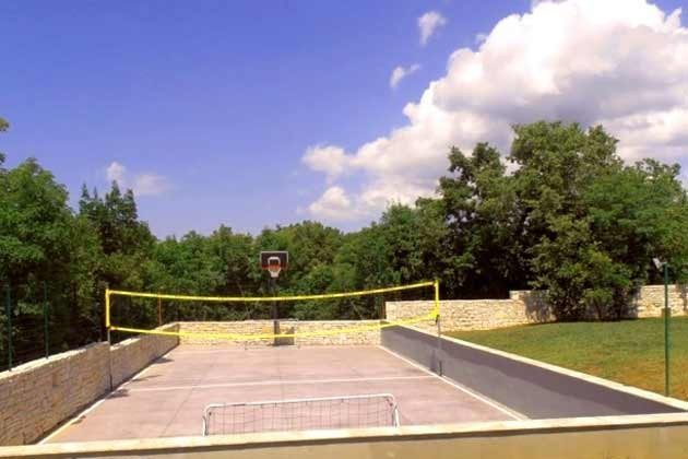 Multifunktions-Sportplatz im Garten - Objekt 147315-1