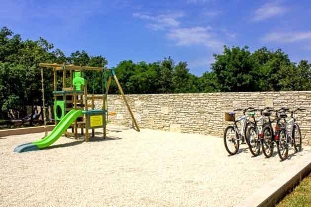 Kinderspielplatz im Garten - Objekt 147315-1