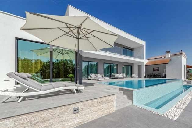 Pool und Poolterrasse - Objekt 203989-1
