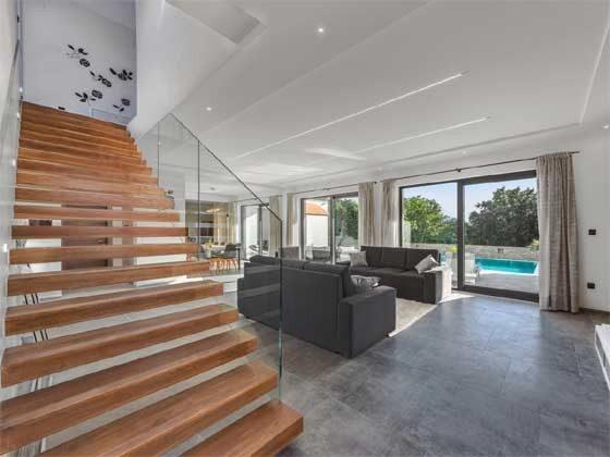 Wohnbereich und Treppe ins Obergeschoss - Objekt 203989-1