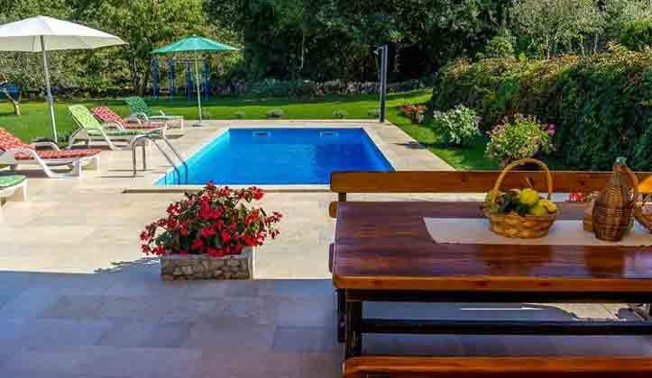 Terrasse und Pool - Bild 1 - Objekt 160284-125