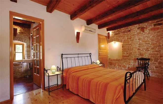 Schlafzimmer 3 von 5 - Bild 1 - Objekt 160284-145
