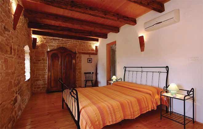 Schlafzimmer 3 von 5 - Bild 2 - Objekt 160284-145