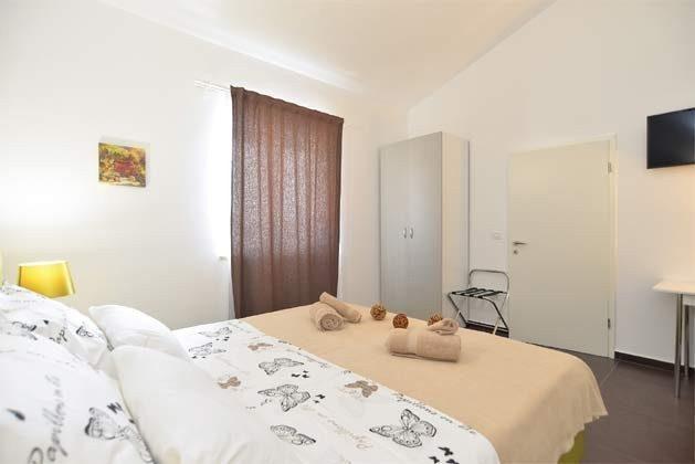 Schlafzimmer 1 von 6 - Bild 2 - Objekt 160284-255