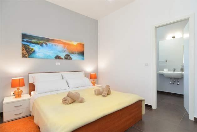 Schlafzimmer  4 von 6 - Bild 2 - Objekt 160284-255