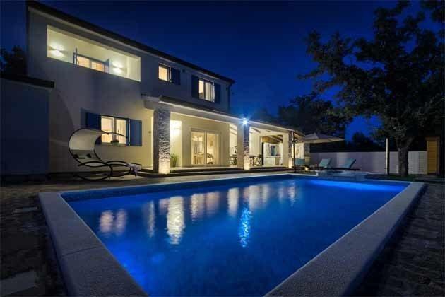 Haus und Pool in Abendbeleichtung - Objekt 160284-258
