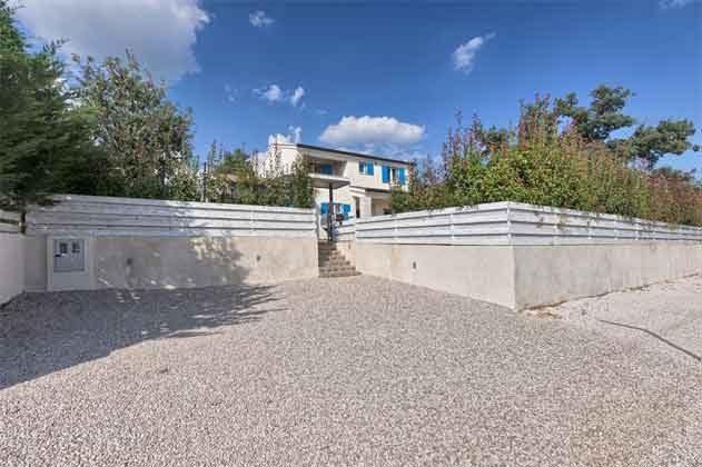 Parkplatz und Zugang zur Villa - Objekt 160284-258
