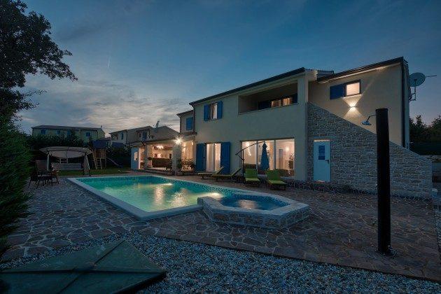 Villa bei Nacht -  Objekt 160284-286