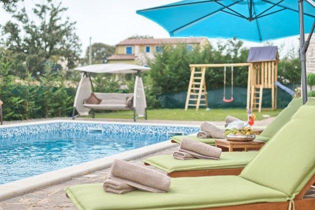 Pool und Poolterrasse - Bild 1 - Objekt 160284-286