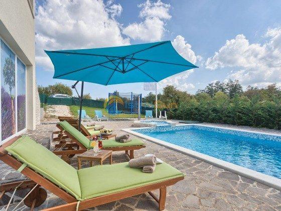 Pool und Poolterrasse - Bild 2 - Objekt 160284-286