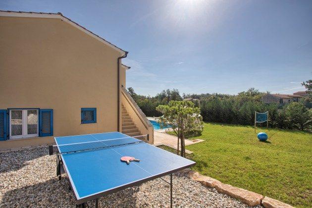 Tischtennisplatte im Garten - Objekt 160284-287