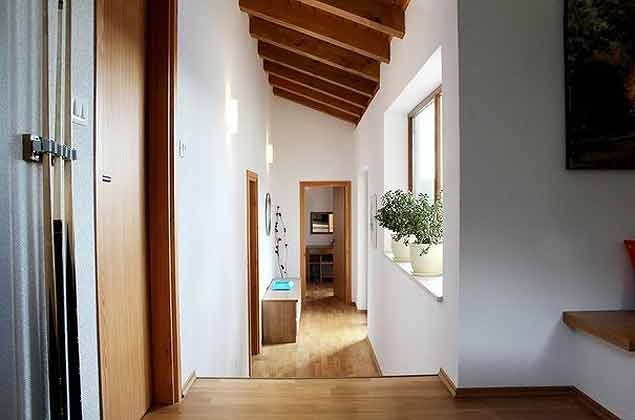 Flur zu den Schlafzimmern im Erdgeschoss