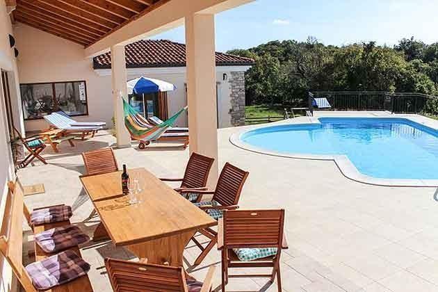 überdachte Terrasse am Pool - Bild 1 - Objekt 165118-1
