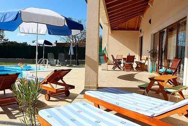 überdachte Terrasse am Pool - Bild 2 - Objekt 165118-1