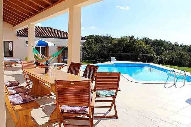 überdachte Terrasse am Pool - Bild 3 - Objekt 165118-1