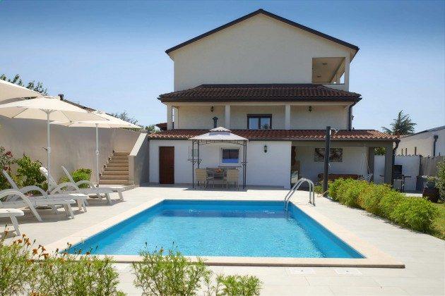 Ferienhaus und Pool - Bild 1 - Objekt 225602-10