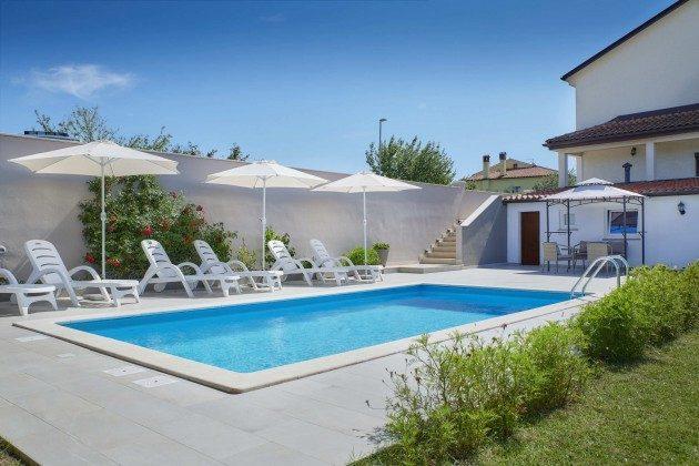 Pool  und Poolterrasse - Bild 1 - Objekt 225602-10