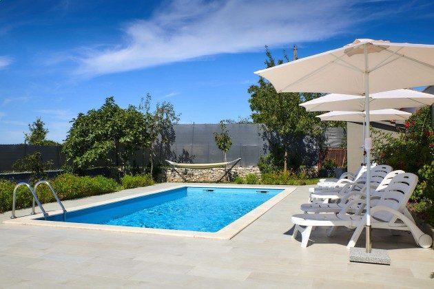Pool  und Poolterrasse - Bild 2 - Objekt 225602-10