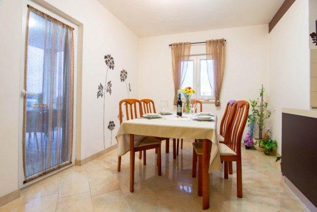 Esstisch im Wohnbereich - Objekt 225602-7