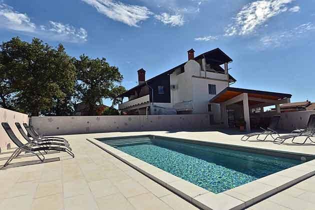 Apartmenthaus mit Pool - Objekt 160284-106
