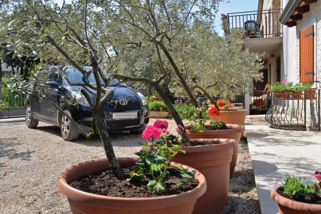 Parkplätze  am Haus - Bild 2 - Objekt 160284-321
