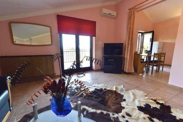 A5 Wohnzimmer mit Blick in die Küche