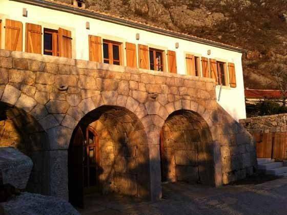 Hausfront im Abendlicht - Bild 1 - Objekt 161462-1