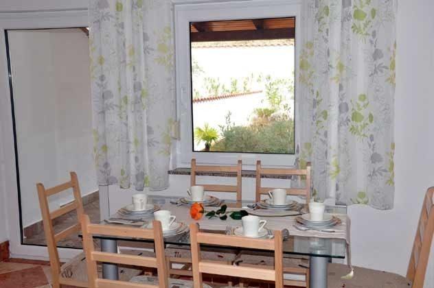 Küche mit Ausgang zur hinteren Terrasse - Objekt 165117-2