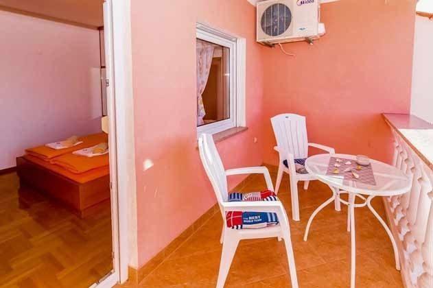 Schlafzimmer 1 und Balkon - Objekt 166117-5