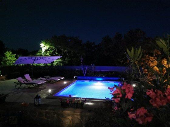 der Pool bei Nacht- Bild 2 - Objekt 136289-20