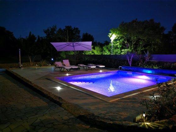der Pool bei Nacht- Bild 1 - Objekt 136289-20