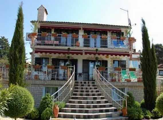 Ferienvilla mit 3 Apartments in Malinska