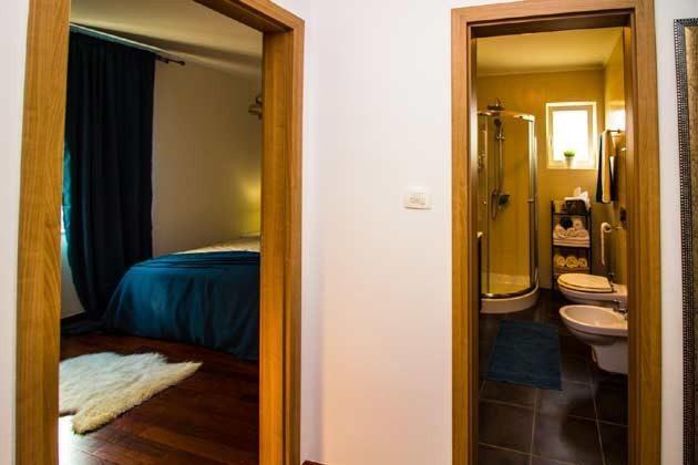 Schlafzimmer und Bad - Objekt 1205001-1