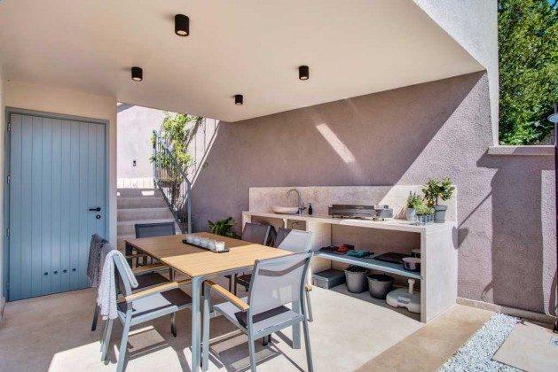 Terrasse mit Sommerküche im Erdgeschoss - Bild 1 - Objekt 226904-1