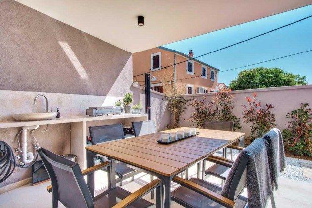 Terrasse mit Sommerküche im Erdgeschoss - Bild 2 - Objekt 226904-1