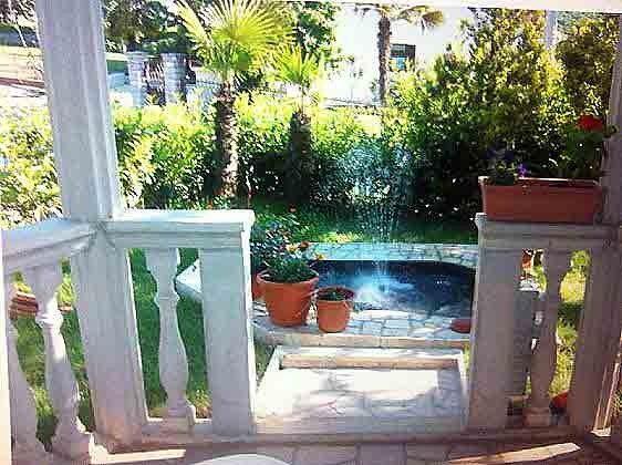 Springbrunnen im Garten - Objekt.2067-1