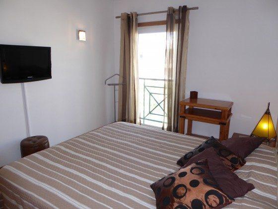 Schlafzimmer 1 mit Ferenseher Albufeira T2 Ferienwohnung Ref: 124113-62