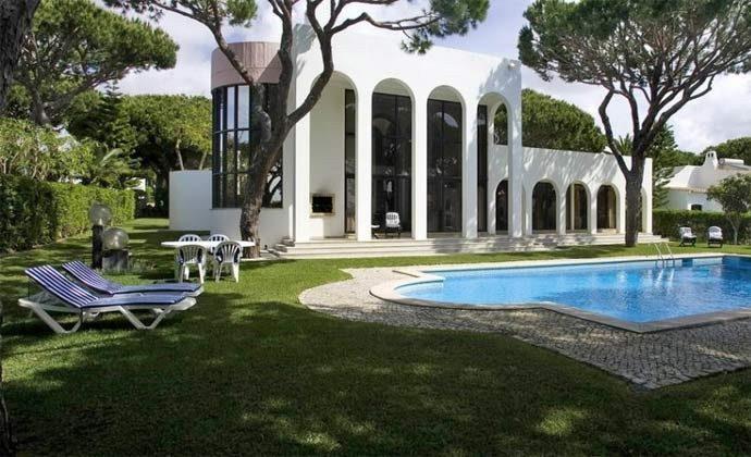 exklusiver Pool der Villa