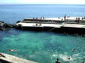 Portugal Azoren Insel Graciosa - Naturschwimmbad Carapacho