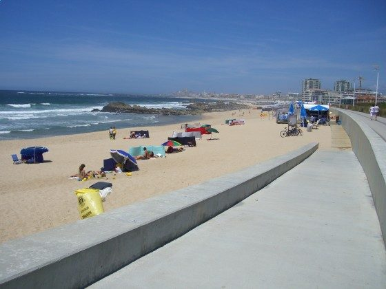Strand in Vila do Conde im Oktober
