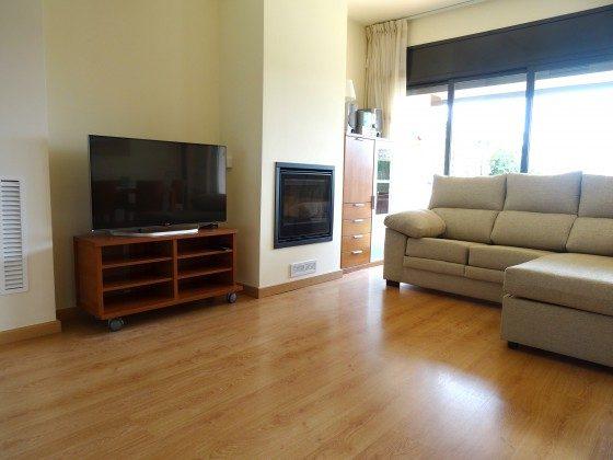 Wohnzimmer mit Essbereich und Kamin