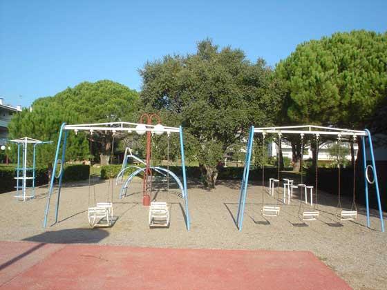 Kinderspielplatz Ref 140331-13
