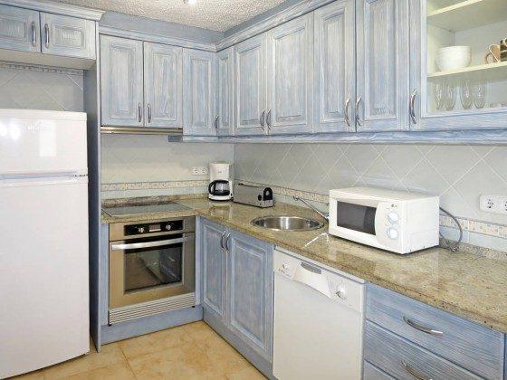 2 Offene moderne Küche mit Spülmaschine