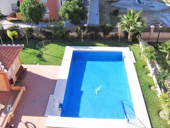 Blick von der West-Terrasse auf den Pool