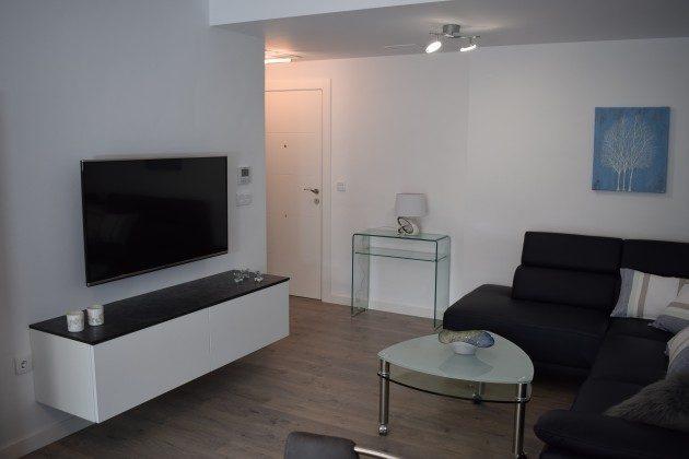 Wohnzimmer, TV u. Sofa